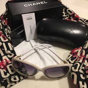 White plastic sunglasses with case, box, & cloth!